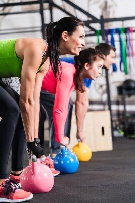 Naklejka Funkcjonalne fitness gym treningu z kettlebell
