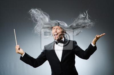 Naklejka Funny dyrygent z długimi siwymi włosami