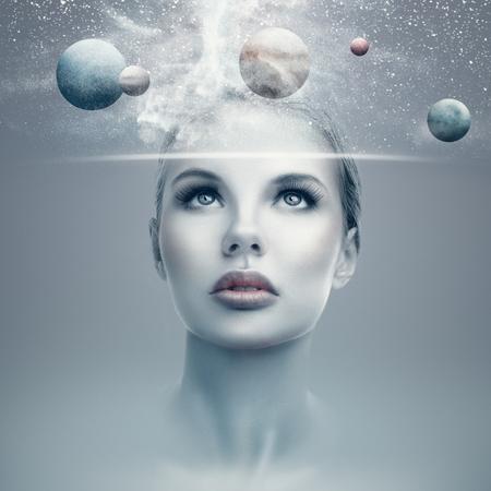Naklejka Futurystyczny portret młoda kobieta z wirtualnym holograma pokazu seansu przestrzenią i planetami