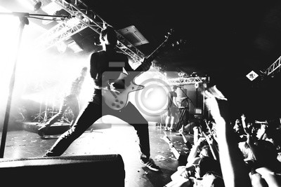 Naklejka Gitarzysta na scenie, czarno-biały