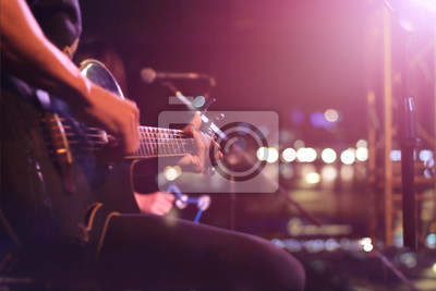 Naklejka Gitarzysta na scenie na tle, miękki i rozmycia pojęcia