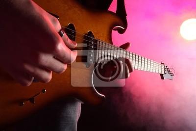 gitarzysta w akcji na scenie