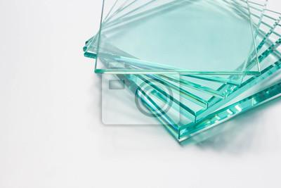 Naklejka Glass Factory produkuje różne rodzaje przezroczystych szyb.