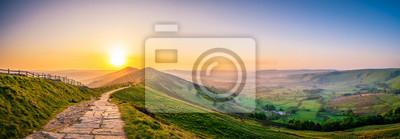 Naklejka Góra Mam Tor w Peak District o wschodzie słońca
