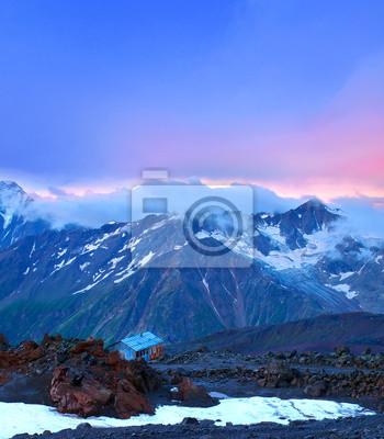 Góry i zachód słońca