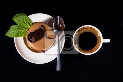 Naklejka Gourmet Chocolate Cake z kubek czarnej kawy
