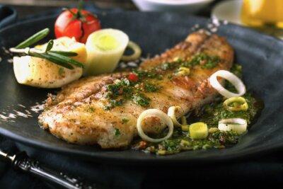 Naklejka Grillowana ryba z cytryną i rozmarynem