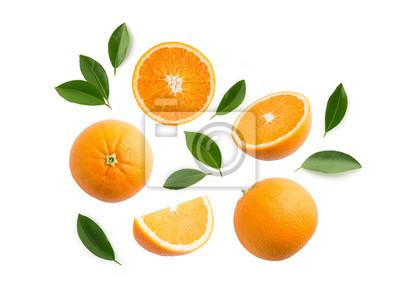 Naklejka Grupa plasterki, całość świeże pomarańczowe owoc i liście odizolowywający na białym tle. Widok z góry
