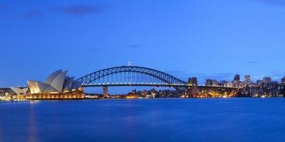 Naklejka Harbour Bridge i Sydney skyline, Australia o świcie