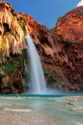 Naklejka Havasu Falls o zachodzie słońca, wodospady w Grand Canyon, Arizona