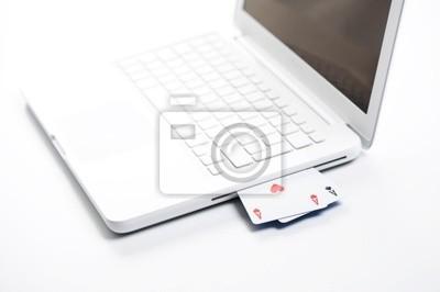 hazard online, asy na białym laptopie - koncepcja zdjęcia