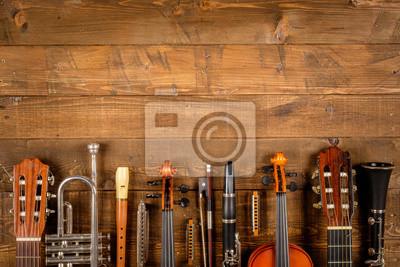 Naklejka instrument w tle drewna