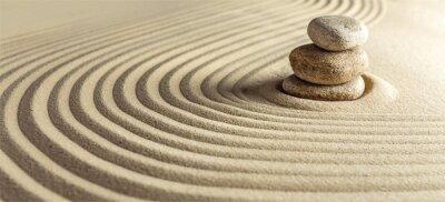 Naklejka Japoński ogród zen z kamieniem w grabionym piasku
