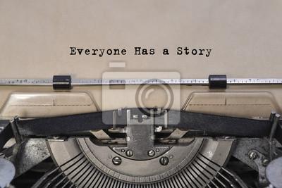 Naklejka Każdy ma swoją historię tekst wpisany słowa na starej maszynie do pisania rocznika. ścieśniać