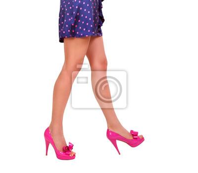 Kobieta nogi na białym tle