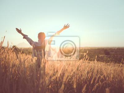 Naklejka kobieta relaks w polu