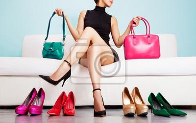 Naklejka Kobieta wyborze torby i buty. Moda i zakupy. Kolorowe kolekcji.