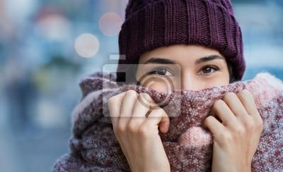 Naklejka Kobieta zimno zimno