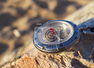 Kompas na plaży. Artykuły Sportowe