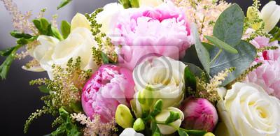 Naklejka Kompozycja z bukietem świeżo ściętych kwiatów