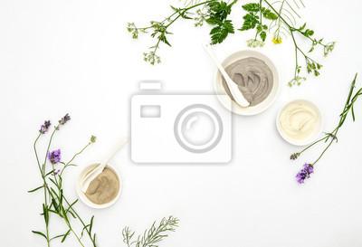 Naklejka Koncepcja kosmetyki naturalne z różnego rodzaju glinki kosmetyczne i zioła