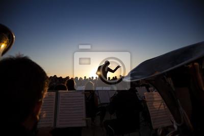 Naklejka Koncert orkiestry filharmonicznej o zachodzie słońca
