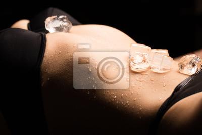Naklejka Kostki lodu na dodatkowym ciele kobiety w bieliźnie