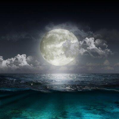 Naklejka księżyca odbijające się w jeziorze