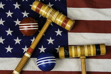 kule krokiet i młotki na amerykańskiej flagi
