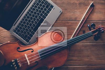 Naklejka kursy nauki gry na skrzypcach online. klasyczna sztuka instrument muzyczny. koncepcja nowoczesnych technologii internetowych