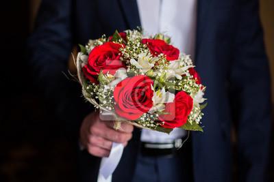 Naklejka Kwiaty Slubne Pan Mlody Trzyma Bukiet Bialych Kwiatow I