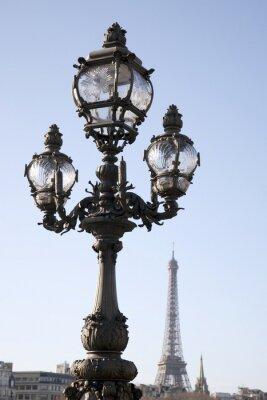 Naklejka Latarni na Pont Alexandre III Most z Wieży Eiffla w tle w Paryżu, Francja