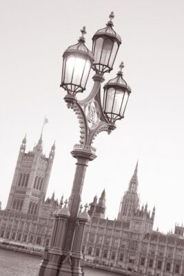 Naklejka Latarnia uliczna i Houses of Parliament w Londynie, Anglii, Wielkiej Brytanii w czerni i bieli Sepia Tone na Slanted Angle