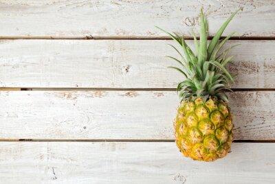 Naklejka Latem tła z ananasem na desce