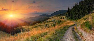 Naklejka Letni krajobraz w górach. Zachód słońca