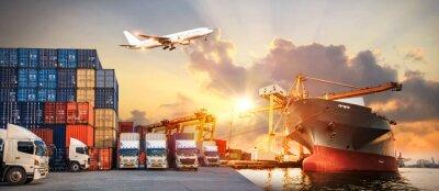 Naklejka Logistyka i transport kontenerowego statku towarowego i samolotu cargo z roboczym mostem dźwigu w stoczni o wschodzie słońca, logistycznym imporcie eksportu i branży transportowej