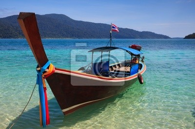 Naklejka long tail boat siedzieć na plaży, Rawi wyspiarskich, Tajlandia