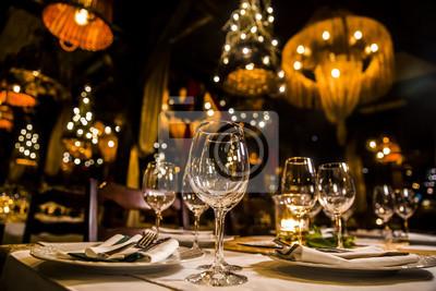 Naklejka luksusowy elegancki stół ustawienie obiad w restauracji