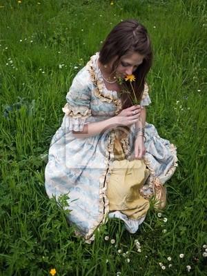 Naklejka Mädchen schnuppert Blume