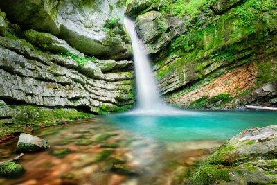 Naklejka Magiczny wodospad w Słowenii