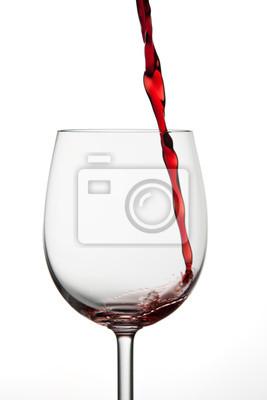 Mała ilość czerwonego wina rozlewa