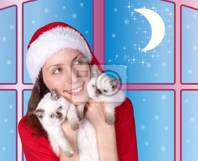 Marzy dziewczyna tulenie małych kotów