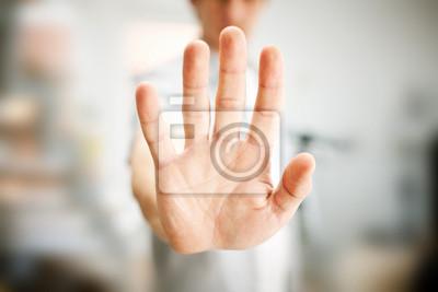 Naklejka Mężczyzna pokazując gest zatrzymania