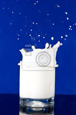 Milk splash w szkle