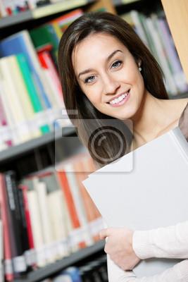 młody student frmale w Bibliotece