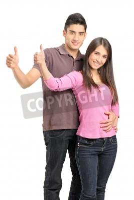 Naklejka Młodych szczęśliwa para stojących blisko siebie i dając kciuki do góry na białym tle