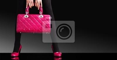 modnej kobieta z różowym torby, moda zdjęć