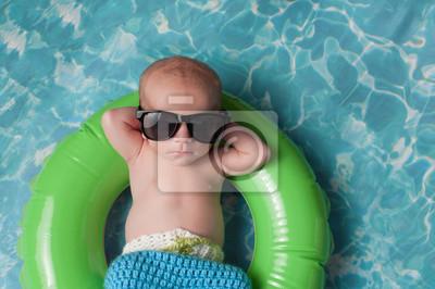 Naklejka Newborn Baby Boy pływające na nadmuchiwane Swim Ring