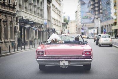 Naklejka Newlywed małżeństwo jest jazda cabrio samochód retro w