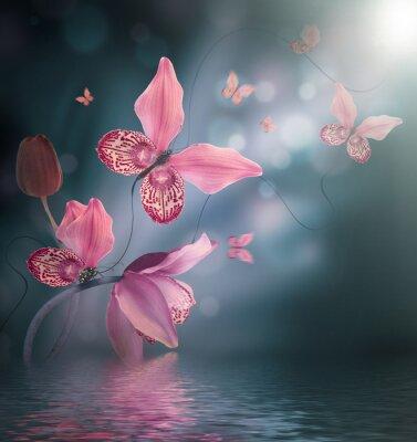 Niesamowite motyle z płatków orchidei, kwiatów tle. Kwiaty i owady.